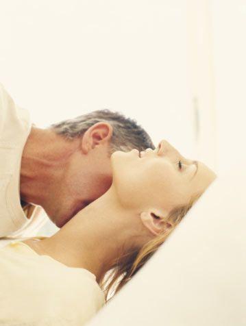 """Psikolog Meliha Karayay: Seksle gerçekten kilo verilebilir mi?   """"Seks de bir egzersizdir, üstte olan daha fazla enerji harcar."""" Seks de bir egzersizdir unutmayın, bunu bir oyun gibi ele almak lazım. Seks hayatınız size neşe veriyorsa, keyif alıyorsanız, daha rahat forma girersiniz. Seks hayatı mutlu olanlar, istedikleri zaman çok daha kolay kilo verebilirler."""